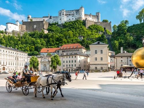Kapitelplatz und Festung Hohensalzburg in Salzburg