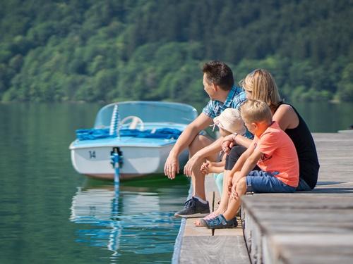 E-Boot fahren Familie am Schliersee